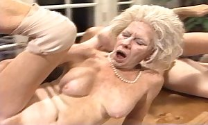 Cross-grained mummy - xxx granny pl